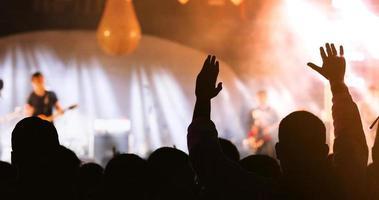 silhouette d'une foule de concert photo