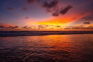 ciel coloré coucher de soleil ou lever de soleil photo