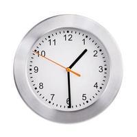 l'horloge montre la moitié de la seconde photo
