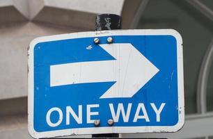panneau de signalisation à sens unique photo