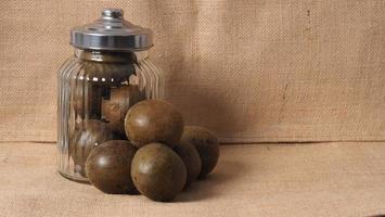 fruit de moine ou luo han guo. fruits secs pour une boisson édulcorante saine. photo