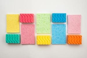 débarbouillettes multicolores décrites dans un rectangle sur fond blanc photo