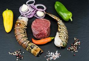 steak et écrevisses grillés surf and turf photo