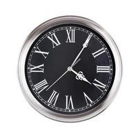 quatre heures cinq minutes sur l'horloge photo