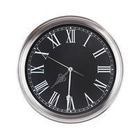 l'horloge ronde montre sept heures et demie photo
