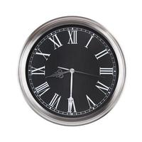 l'horloge ronde montre la moitié du neuvième photo