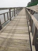 pont sur le lac photo