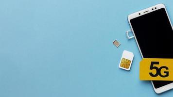 smartphone avec cartes sim et espace de copie photo