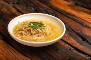 plats de banquet chinois traditionnels, pousses de bambou séchées sautées photo