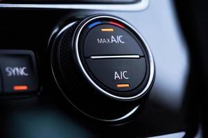 système de climatisation de voiture. climatisation activée mode refroidissement maximum photo