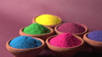 rangoli coloré dans des bols photo