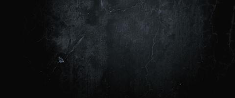 murs sombres effrayants, texture de ciment en béton noir légèrement clair pour le fond photo