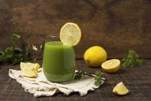 smoothie vert aux citrons photo
