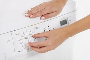 machine à laver de programmation de femme photo