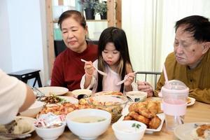 dîner avec la famille photo