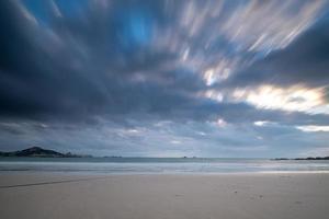 plage et ciel dans la photographie de porte lente photo