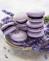 macarons français au goût de lavande photo