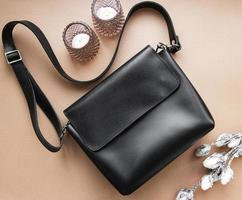 sac en cuir noir pour femme photo