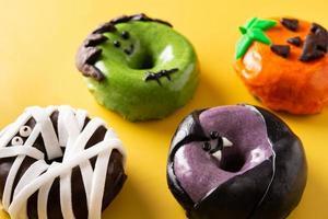 assortiment de beignets d'halloween photo