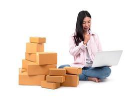 femme travaillant vendre en ligne photo