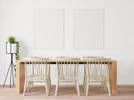 la table à manger installée dans la pièce a un cadre photo fixé au mur.