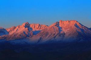 lever du soleil dans les montagnes de la sierra en californa photo