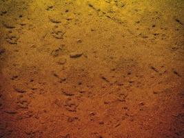 texture de sable noir à la mer photo