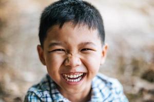 garçon de visage heureux en gros plan photo