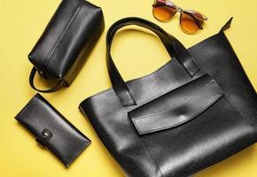 accessoires en cuir de mode noir photo
