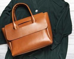 sac femme en cuir marron photo