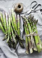 asperges vertes fraîches photo