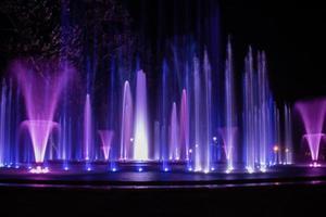 fontaine musicale colorée photo