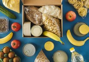 boîte vue de dessus avec don de nourriture photo