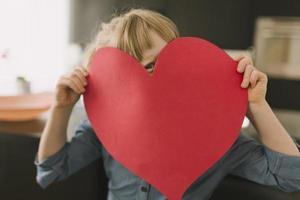 concept de fête des mères avec coeur en papier photo