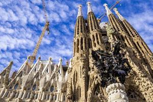 barcelone, espagne, 7 octobre 2019 - cathédrale la sagrada familia à barcelone, espagne. il est conçu par l'architecte antonio gaudi et construit depuis 1882. photo