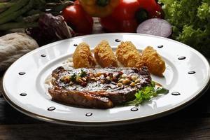 steak avec frites photo