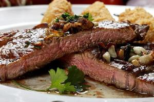 steak de boeuf grillé photo