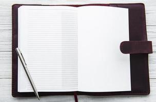 cahier ouvert en cuir photo