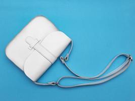 sac en cuir femme blanc photo