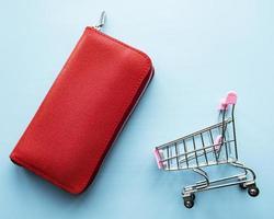 portefeuille femme en cuir rouge photo