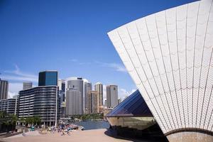 Sydney, Australie, 12 février 2015 - vue à l'opéra de Sidney à Sydney, Australie. il a été conçu par l'architecte danois jorn utzon et a été inauguré le 20 octobre 1973. photo