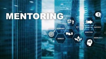mentorat d'affaires. coaching personnel. concept de développement personnel de formation. technique mixte photo
