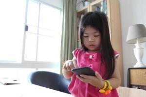 enfant avec la technologie photo