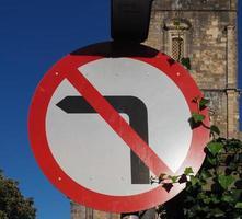pas de signe de virage à gauche photo