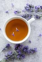 tasse de thé à la lavande photo