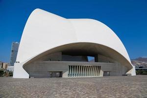 tenerife, espagne, 31 août 2013 - auditorio de tenerife à tenerife, espagne. il a été conçu par l'architecte santiago calatrava valls et inauguré le 26 septembre 2003. photo