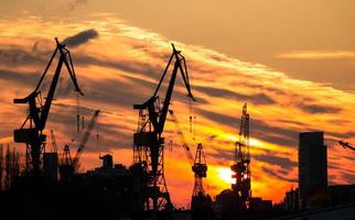 silhouette de port à hambourg photo