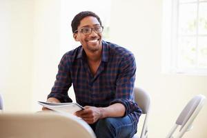 homme affaires, lecture, document, bureau photo