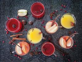 vin chaud aux épices d'hiver photo