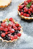 mini tarte rustique aux fruits rouges photo